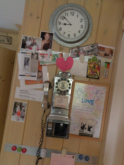 Kitchen_payphone_wall